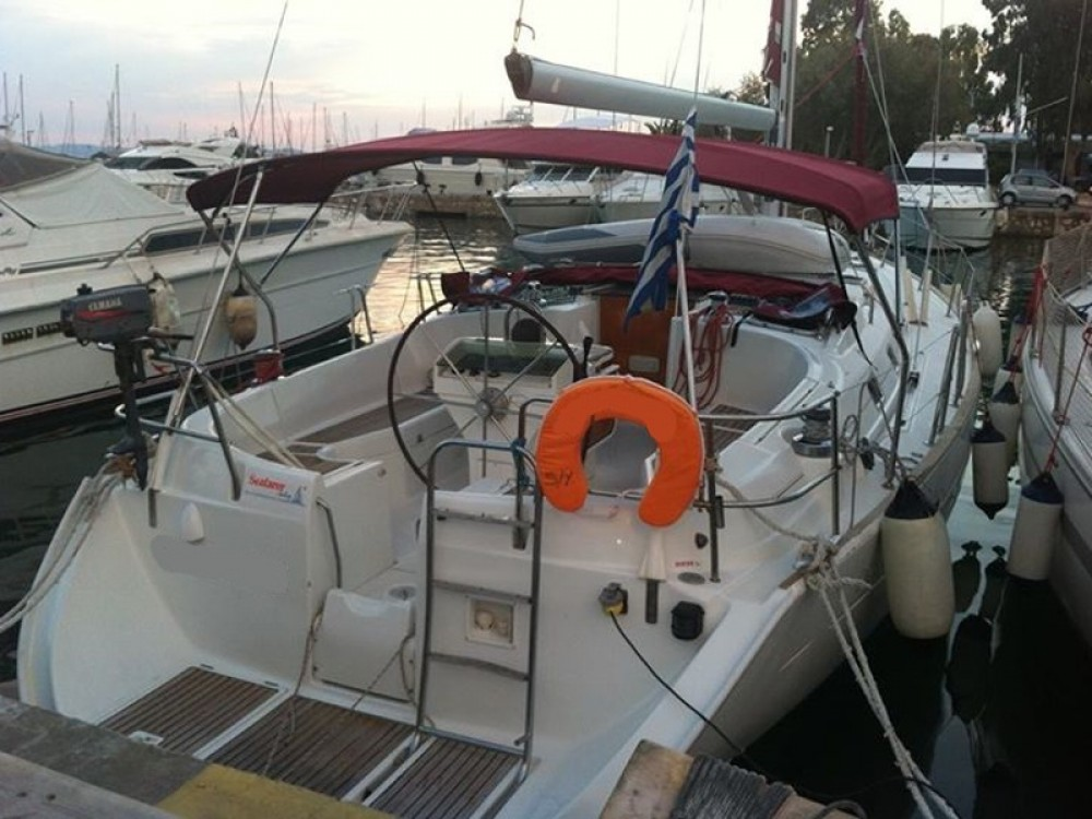 Boat rental Bénéteau Oceanis 411 in Alimos Marina on Samboat
