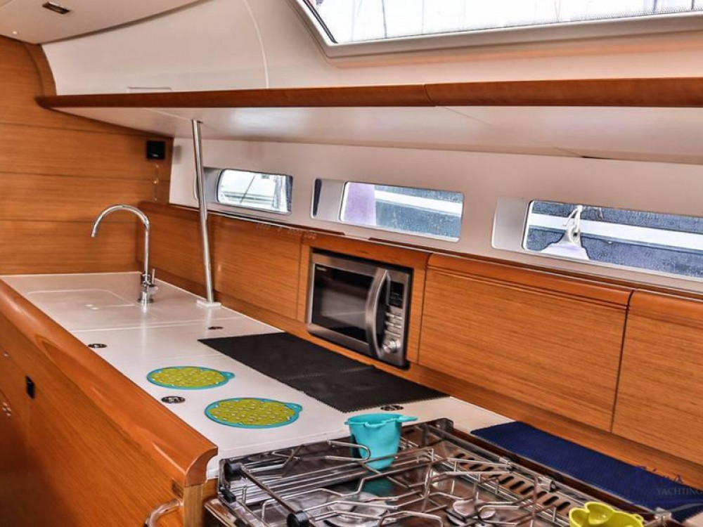 Rental yacht Alimos Marina - Jeanneau Sun Odyssey 509 (2015 )( FULL REFIT 2020 - A/C,GENERATOR,INVENTER ) on SamBoat