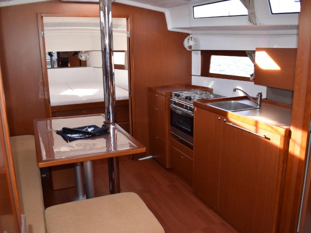 Location bateau U Pàize/Carloforte pas cher Oceanis 38