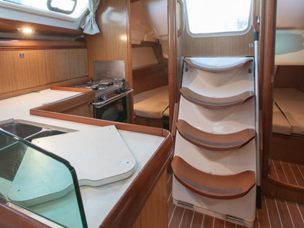 Louez un Jeanneau Sun Odyssey 36i à Marina de Alimos
