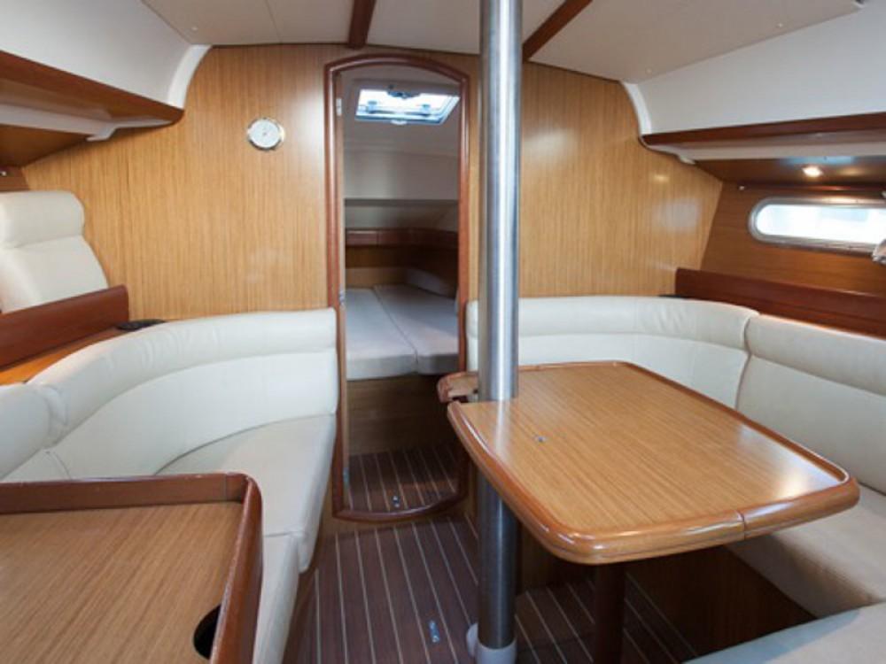 Jeanneau Sun Odyssey 36i entre particuliers et professionnel à Marina de Alimos