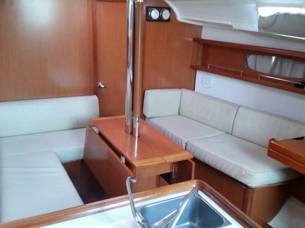 Location yacht à Marina de Alimos - Bénéteau Oceanis 37 sur SamBoat