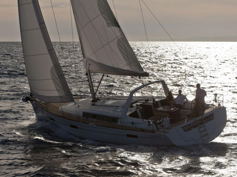 Rental Sailboat in Follonica - Bénéteau Oceanis 45