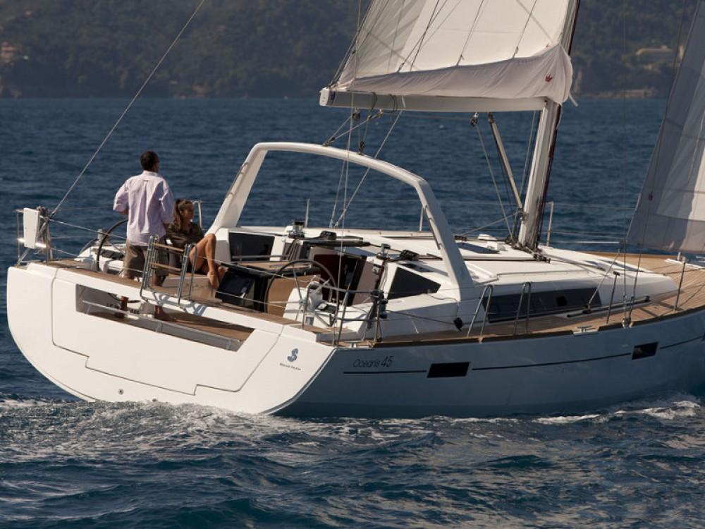 Boat rental Bénéteau Oceanis 45 in Follonica on Samboat