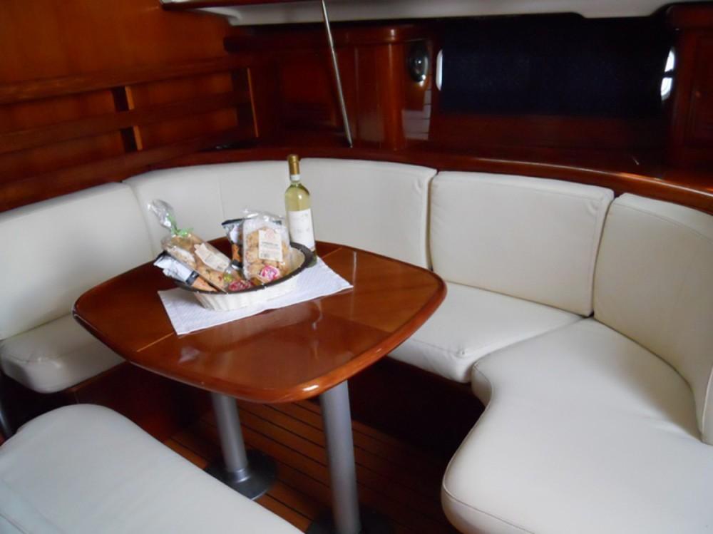 Location bateau Bénéteau Oceanis 411-4* à Marina di Portisco sur Samboat
