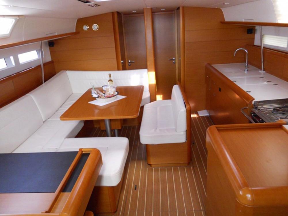 Louez un Jeanneau Sun Odyssey 509 à Marina di Portisco