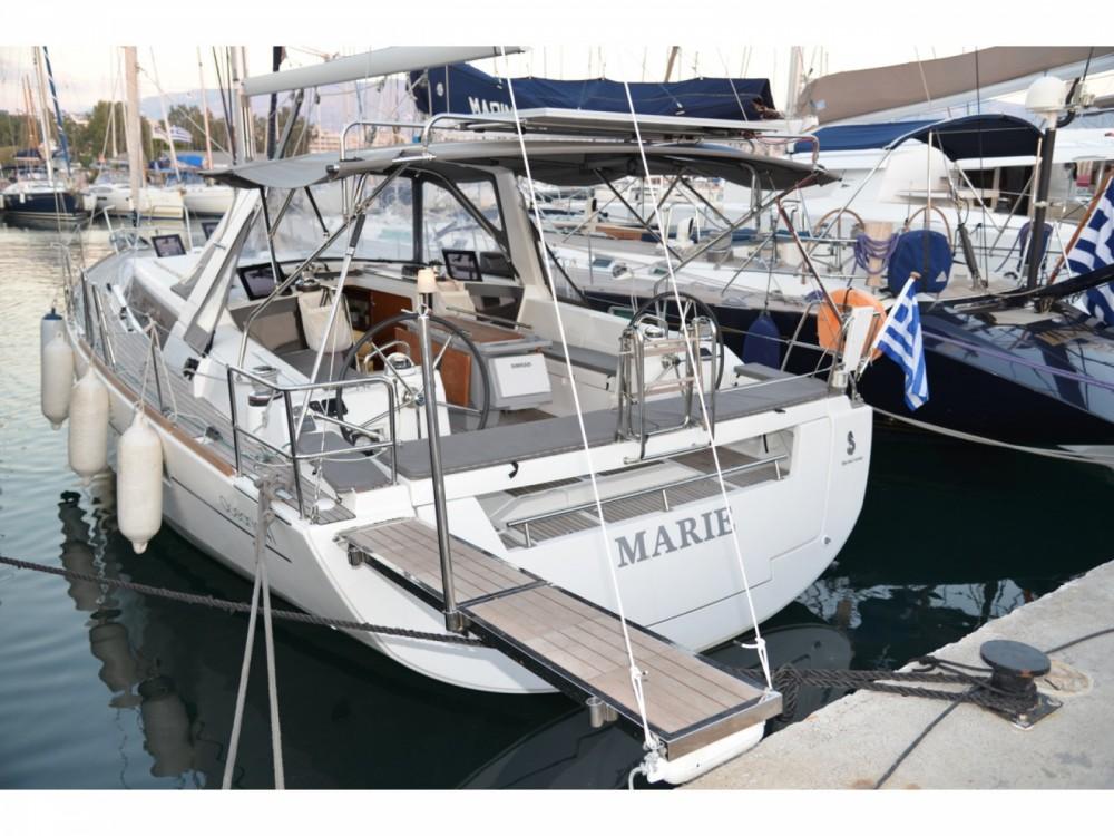 Bénéteau Oceanis 41 entre particuliers et professionnel à Marina de Alimos