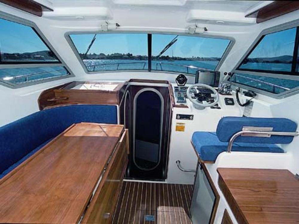 Location bateau Sukošan pas cher VEKTOR 950 BT (15)