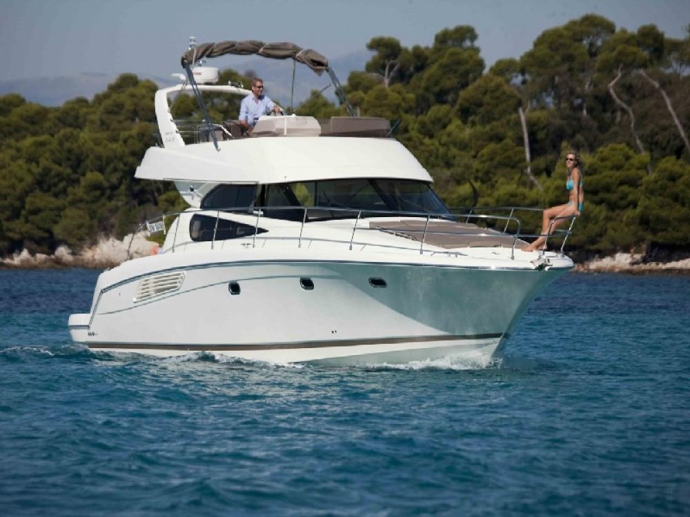 Louer Bateau à moteur avec ou sans skipper Jeanneau à ACI Marina Split