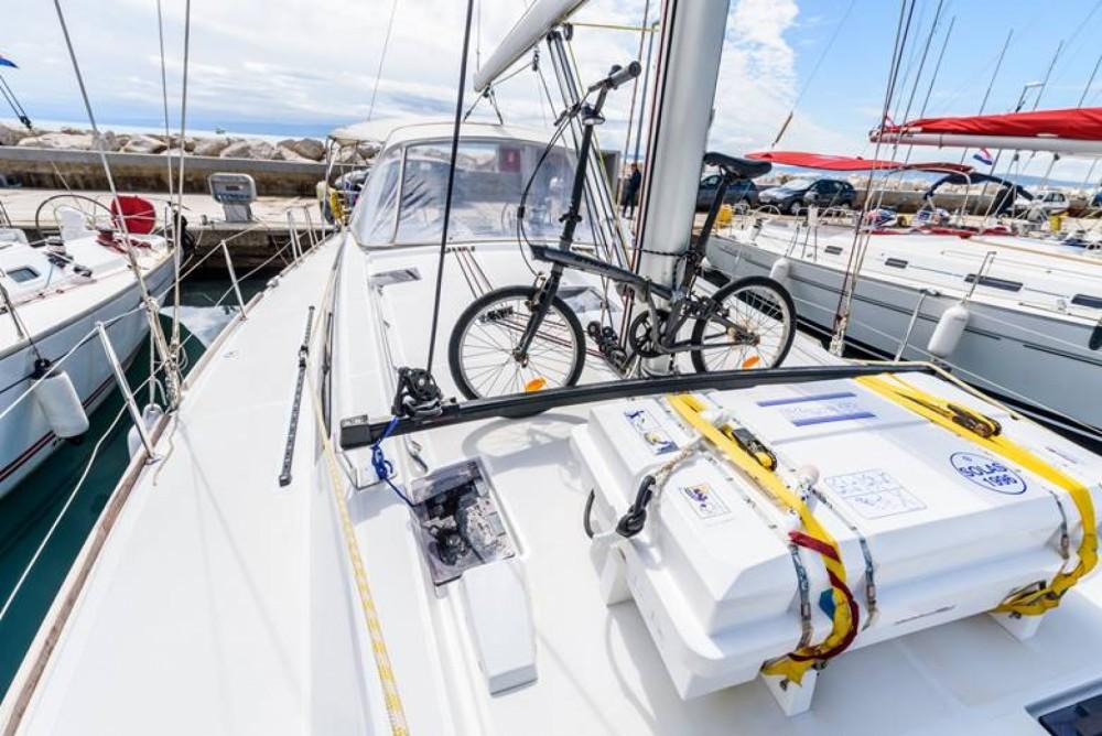 Bénéteau Oceanis 48 entre particuliers et professionnel à ACI Marina Split