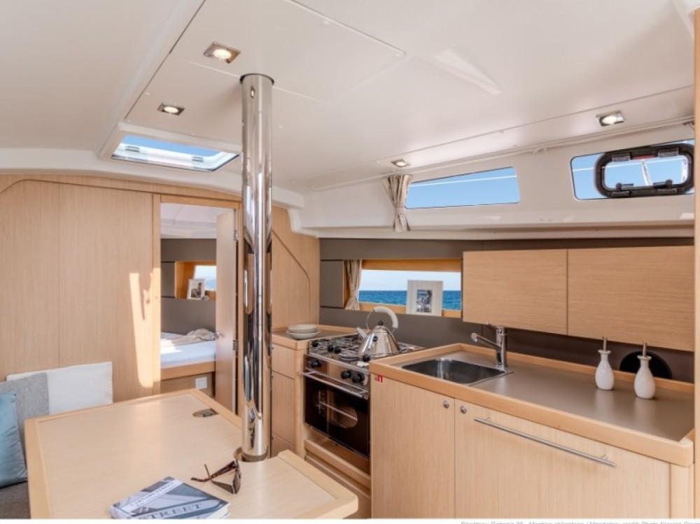 Location yacht à ACI Marina Split - Bénéteau Beneteau Oceanis 35 sur SamBoat