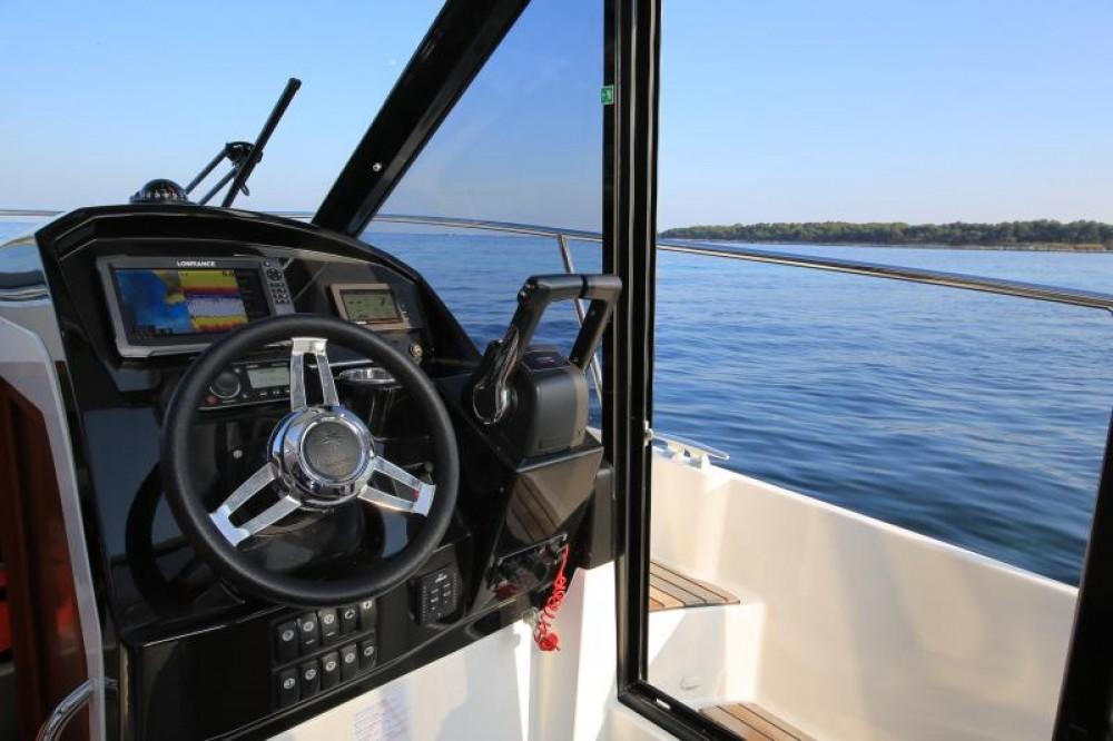 Rental Motor boat in Marina Kaštela - Jeanneau Jeanneau Merry Fisher 895