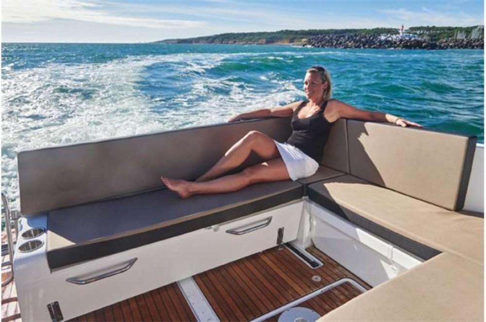 Motor boat for rent Marina Kaštela at the best price