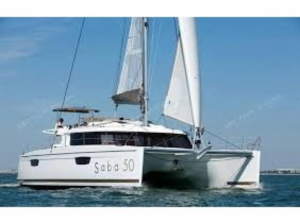 Location bateau Fountaine Pajot Saba 50 à Le Marin sur Samboat