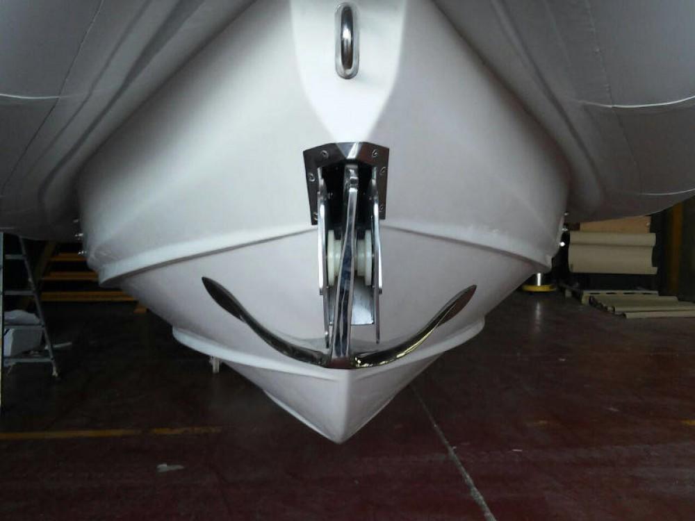 Louer Bateau à moteur avec ou sans skipper Jeanneau à Marina Naviera Balear