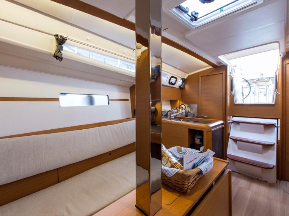 Location bateau Jeanneau Sun Odyssey 349 à Marina de Alimos sur Samboat