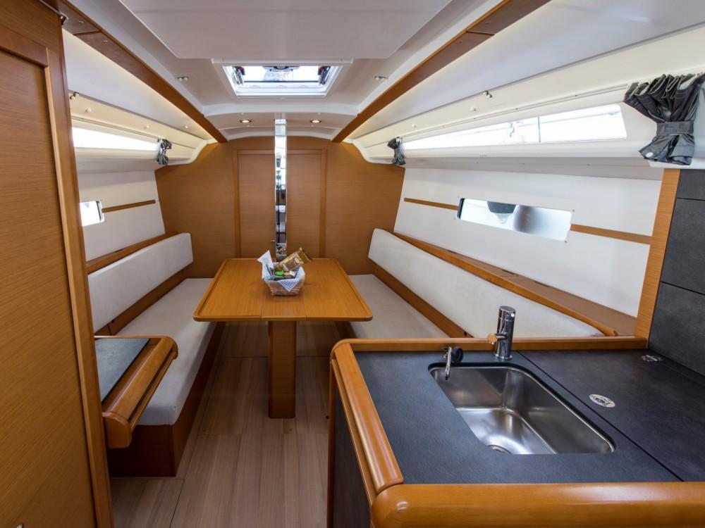 Jeanneau Sun Odyssey 349 entre particuliers et professionnel à Marina de Alimos