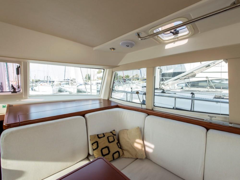 Location bateau Marina de Alimos pas cher Moody DS 45