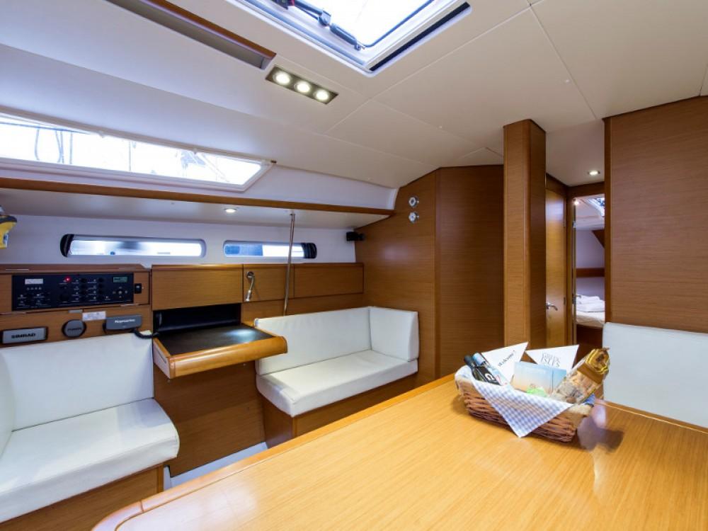 Louez un Jeanneau Sun Odyssey 439 à Marina de Alimos
