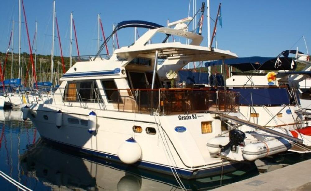 Location bateau Primošten pas cher Yaretti 1570 Heck