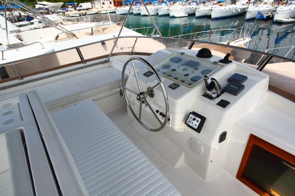 Louer Bateau à moteur avec ou sans skipper Yaretti à Primošten