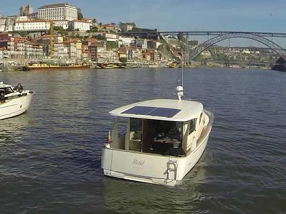 Bateau à moteur à louer à Douro Marina au meilleur prix