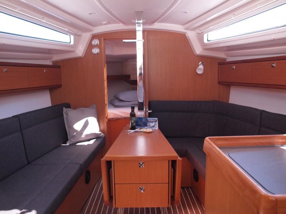 Louez un Bavaria Bavaria Cruiser 33 à Primošten