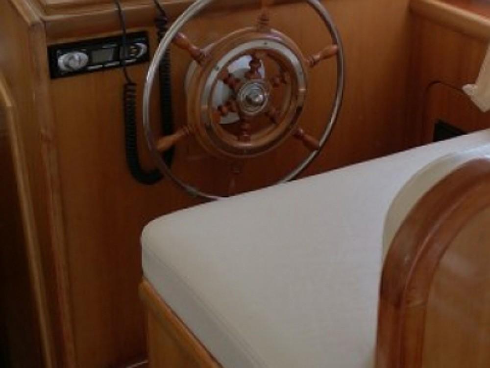 Louer Bateau à moteur avec ou sans skipper Sas Vektor à Pula