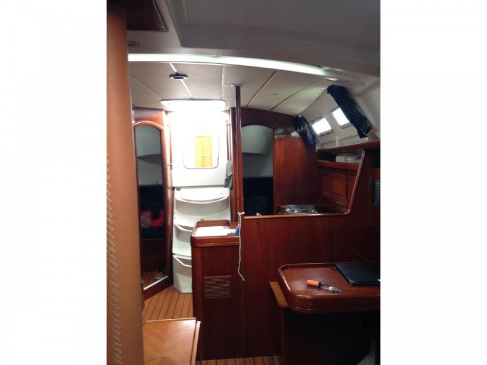 Bénéteau Oceanis 373 Clipper entre particuliers et professionnel à Marina de Alimos