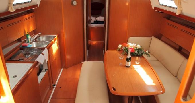 Location bateau Bénéteau Beneteau Cyclades 43.4 à Rogač sur Samboat