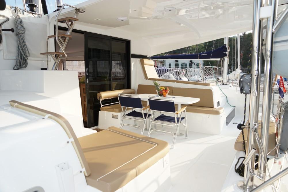 Catamaran à louer à Šolta au meilleur prix