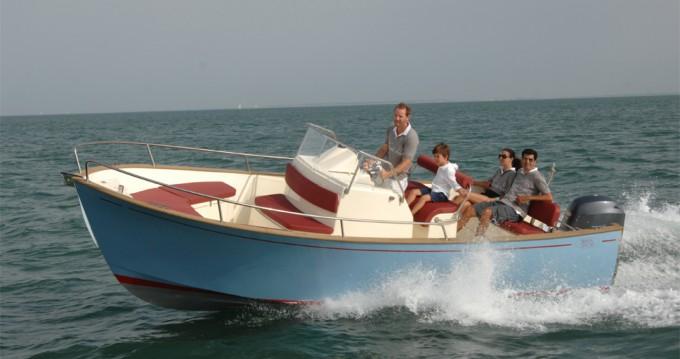 Location bateau La Rochelle pas cher Rhea 23 Open