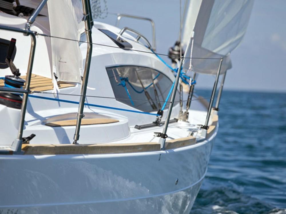 Noleggio Barca a vela con o senza skipper Elan Marsiglia