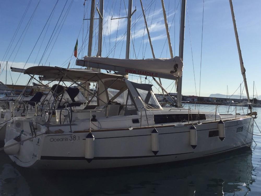 Location bateau Bénéteau Oceanis 38.1 à Furnari sur Samboat