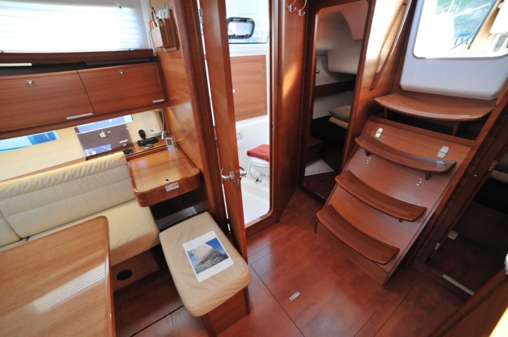 Location bateau Dufour Dufour 382 Grand Large à Marina di Portisco sur Samboat
