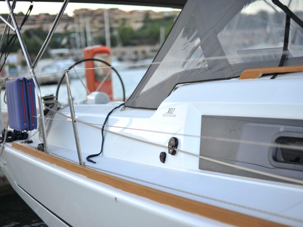 Dufour Dufour 382 Grand Large entre particuliers et professionnel à Marina di Portisco