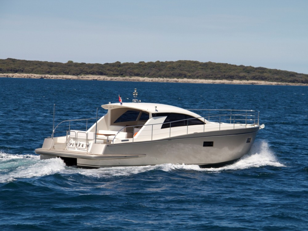 Location bateau ACI Marina Pula pas cher Cyrus 13.8 Hardtop