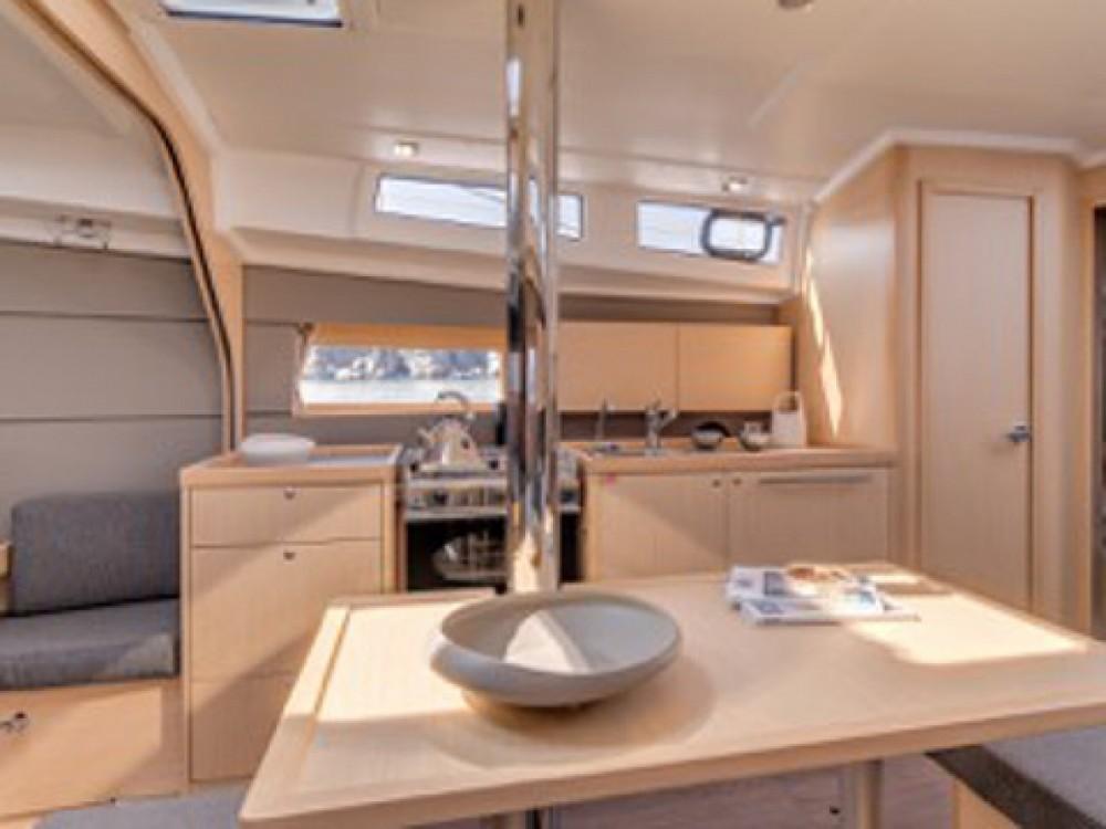 Location yacht à Marina de Alimos - Bénéteau Beneteau - Oceanis 38 sur SamBoat