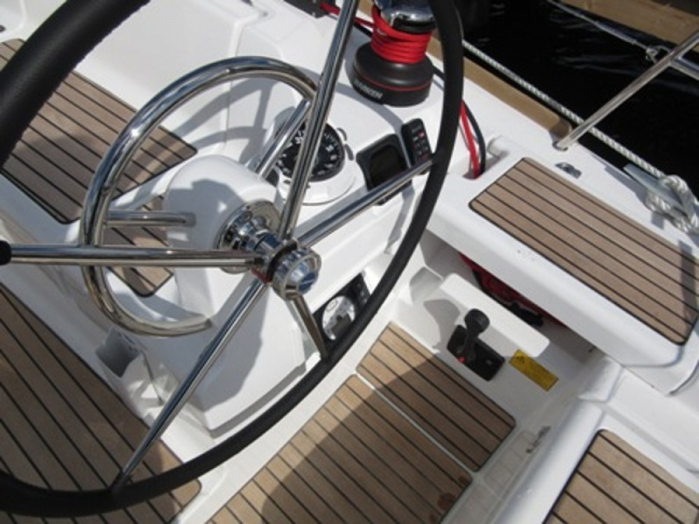 Hire Sailboat with or without skipper Jeanneau Göteborg City Marina