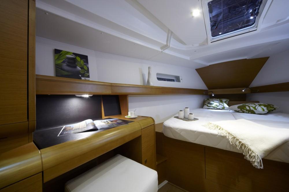 Location bateau Jeanneau Sun Odyssey 449 à Nettuno sur Samboat