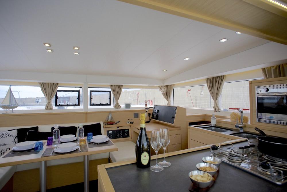 Location yacht à Nettuno - Lagoon Lagoon 400 S2 sur SamBoat
