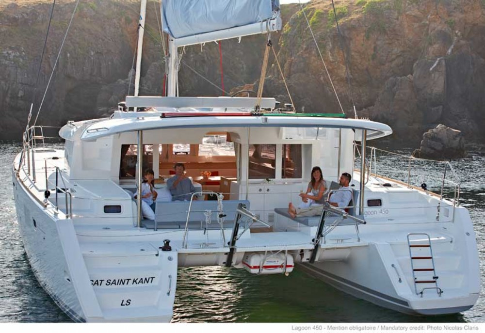 Catamaran à louer à Sant Antoni de Portmany au meilleur prix