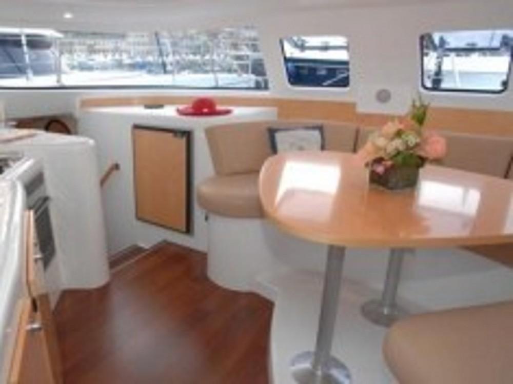 Catamaran à louer à Nettuno au meilleur prix