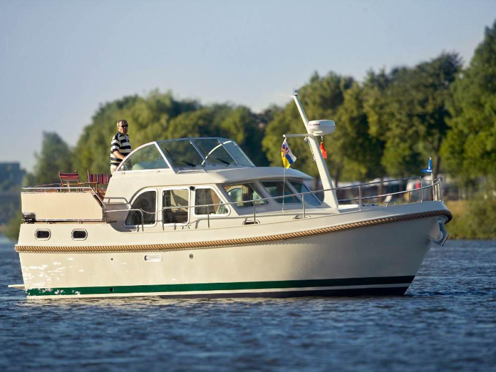 Rental yacht  - Linssen Linssen Grand Sturdy 29.9 AC on SamBoat