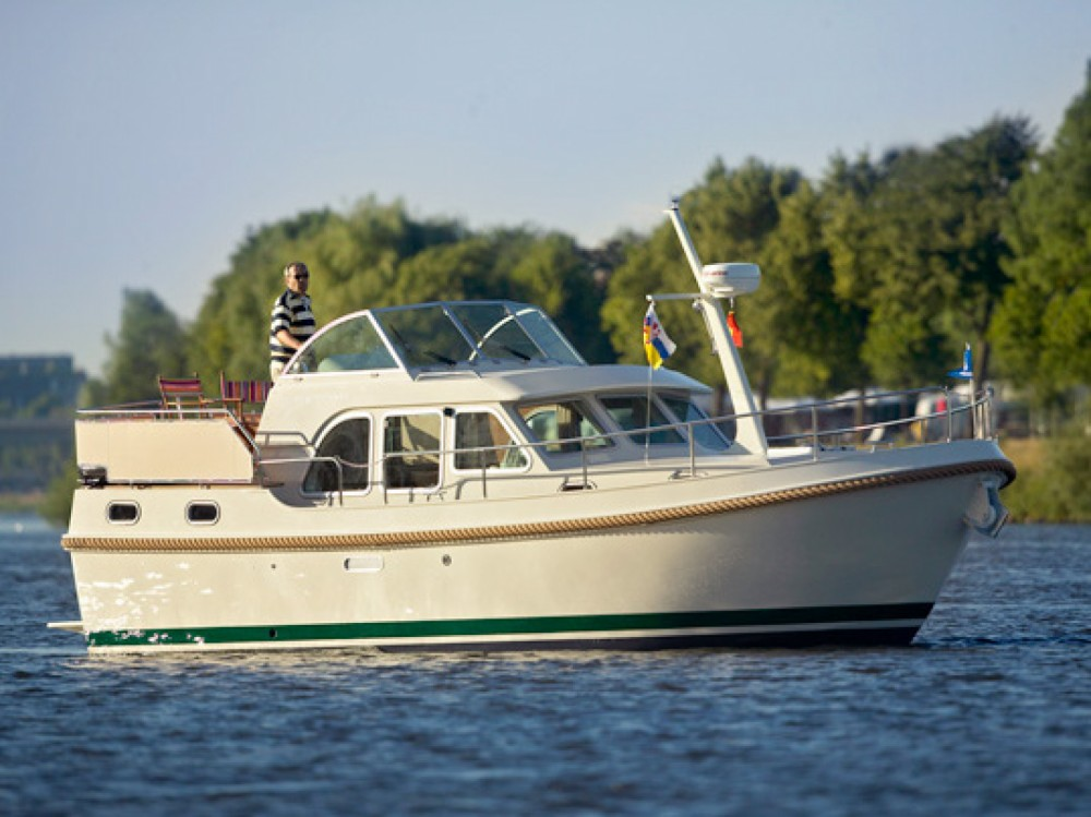 Boat rental Linssen Linssen Grand Sturdy 29.9 AC in  on Samboat