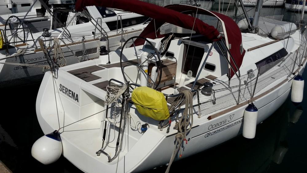 Louez un Bénéteau Oceanis 37 à Marina Medulin