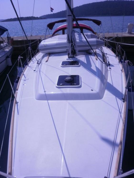 Bénéteau Oceanis 37 entre particuliers et professionnel à Marina Medulin
