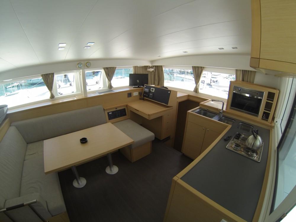 Catamaran à louer à ACI Marina Dubrovnik au meilleur prix