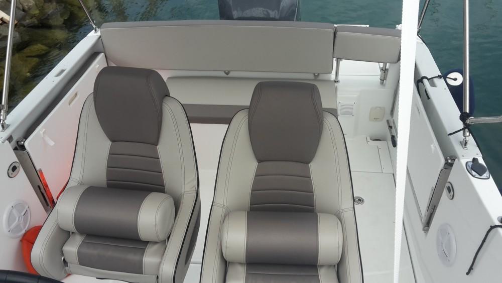Location bateau Jeanneau Cap Camarat 7.5 WA Serie 2 à Marina Medulin sur Samboat