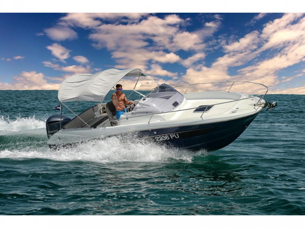 Location bateau Marina Medulin pas cher Cap Camarat 7.5 WA Serie 2